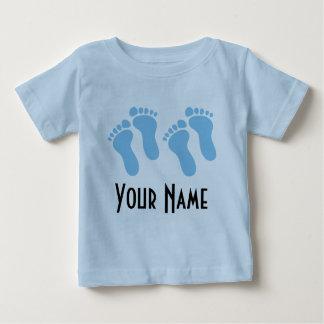 対の男の子の名前入りなベビーの足跡 ベビーTシャツ