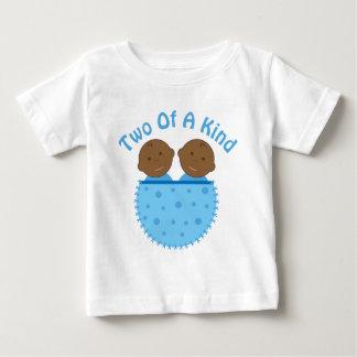 対の男の子の民族のベビーの乳児のティー ベビーTシャツ