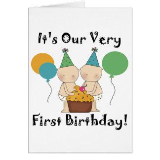 対の赤ん坊の第1誕生日のTシャツおよびギフト グリーティングカード