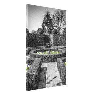 対称の庭のレイアウトの箱の生垣作りのデザイン キャンバスプリント