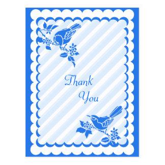 対角線のストライプを持つ淡いブルーの鳥は感謝していしています ポストカード