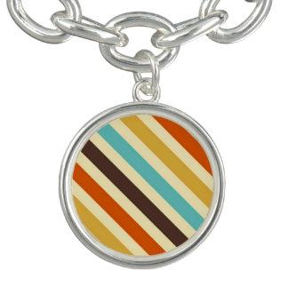 対角線は4つのレトロ色の青く黄色い赤を縞で飾ります チャームブレスレット