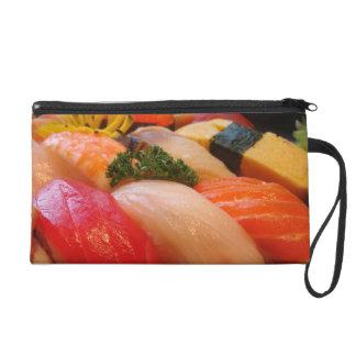 寿司ロール刺身の上のグルメのシェフのヒップスターの写真 リストレット