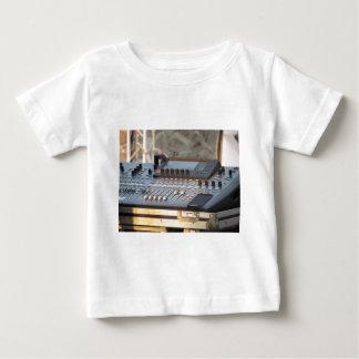 専門の可聴周波混合コンソール ベビーTシャツ