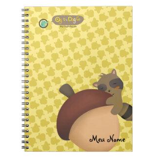 小さいアライグマの黄色のノート ノートブック