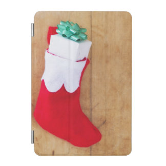 小さいギフトが付いているクリスマスのストッキング iPad MINIカバー