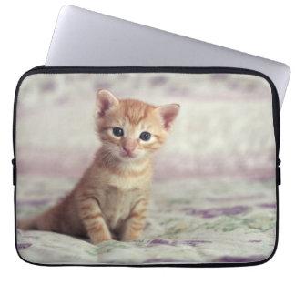 小さいショウガの子ネコ ラップトップスリーブ