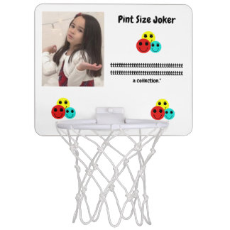 小さいジョーカー: 参加のトロフィのコレクション ミニバスケットボールゴール