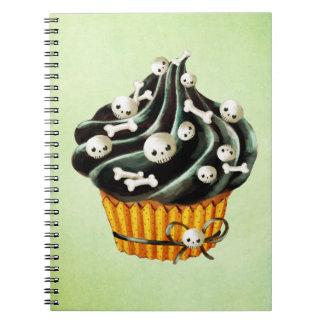 小さいスカルを搭載するハロウィンの黒いカップケーキ ノートブック