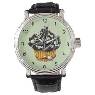 小さいスカルを搭載するハロウィンの黒いカップケーキ 腕時計
