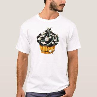小さいスカルを搭載するハロウィンの黒いカップケーキ Tシャツ