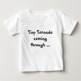 小さいトルネード幼児子供のクローラーTシャツ ベビーTシャツ