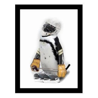 小さいペンギンの身に着けているホッケーのギア ポストカード