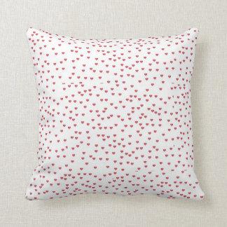 小さいルビー色のバレンタインのハートの枕 クッション