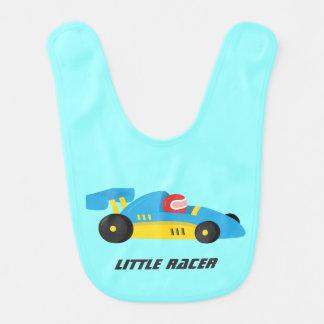 小さいレーサーのためのかわいく青いレースカー ベビービブ