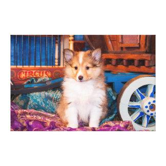 小さいワゴンで坐っているシェットランド・シープドッグの子犬 キャンバスプリント