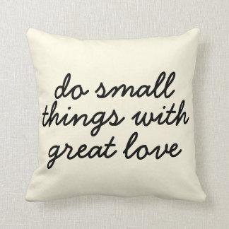 小さい事の枕 クッション