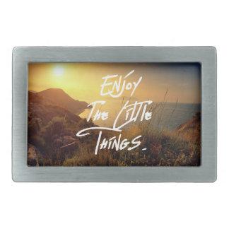"""""""小さい事""""の引用文の日没の海の眺め楽しんで下さい 長方形ベルトバックル"""
