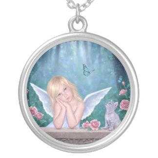 小さい奇跡のかわいい天使の女の子及び子ネコのネックレス シルバープレートネックレス