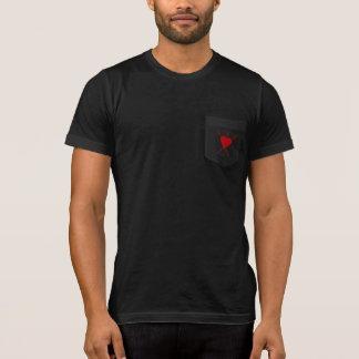 小さい放射赤いハートの記号はちょうど足りるだけのです Tシャツ