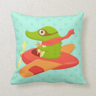小さい旅行者: 飛んでいるなワニの枕 クッション