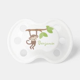 小さい猿 赤ちゃんおしゃぶり