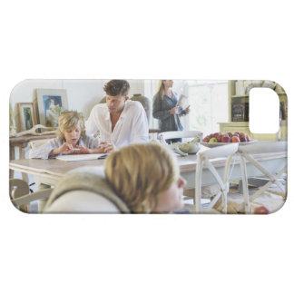 小さい男の子を教えている人間家族 iPhone SE/5/5s ケース