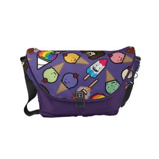 小さい紫色の霜の降りたな御馳走メッセンジャーバッグ メッセンジャーバッグ