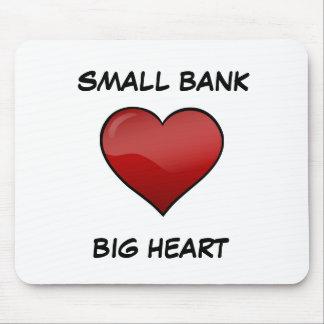 小さい銀行大きいハートのマウスパッド マウスパッド