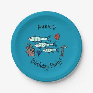 小さい魚を持つ1匹、2匹、3匹の魚および珊瑚 ペーパープレート