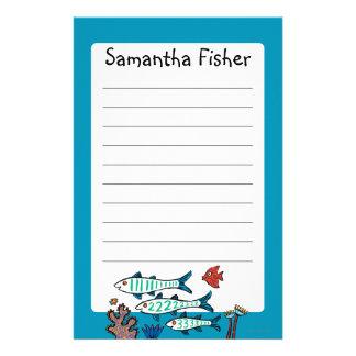 小さい魚を持つ1匹、2匹、3匹の魚および珊瑚 便箋