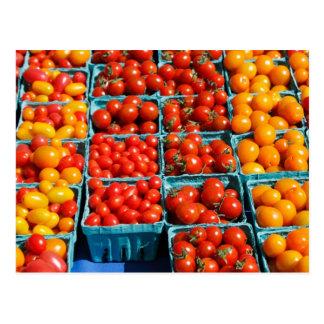 小さく赤いおよびオレンジトマト 葉書き