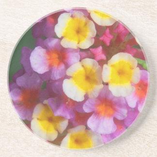 小さく黄色いピンクおよび紫色の熱帯花 コースター