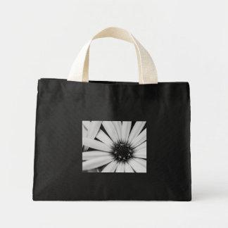 小さく黒いデイジーのバッグ ミニトートバッグ