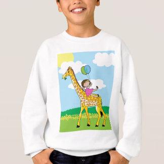 小さな女の子およびキリン スウェットシャツ