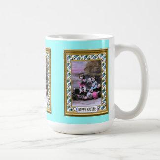 小さな女の子および卵 コーヒーマグカップ