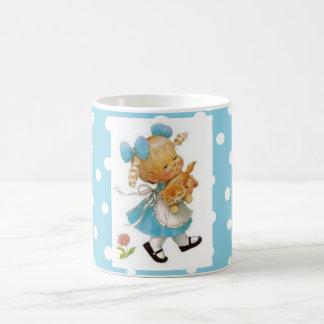 小さな女の子および子ネコ コーヒーマグカップ