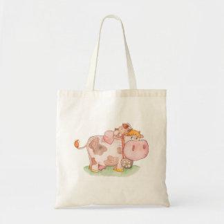 小さな女の子および牛 トートバッグ