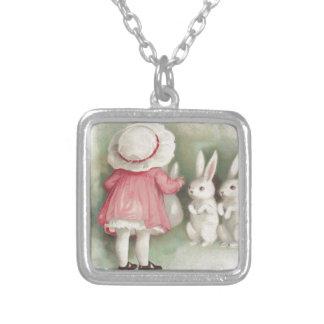 小さな女の子のイースターのウサギのウサギ シルバープレートネックレス