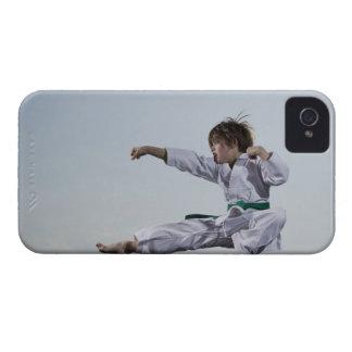 小さな女の子の練習の空手 Case-Mate iPhone 4 ケース