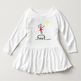 小さな女の子は楽しい時を過します ドレス
