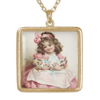 小さな女の子w/dollのヴィンテージ ゴールドプレートネックレス