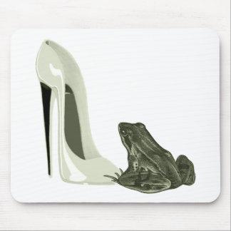 小剣の靴およびカエルの芸術のギフト マウスパッド