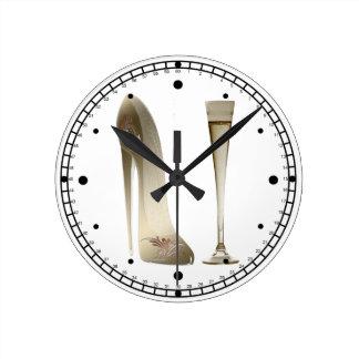 小剣の靴の芸術およびシャンペンフルートのギフト ラウンド壁時計