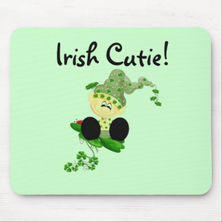 小妖精のアイルランドのかわいこちゃんのTシャツおよびギフト マウスパッド