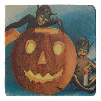 小妖精や小人の小悪魔の蝋燭のジャックOのランタンのカボチャ トリベット