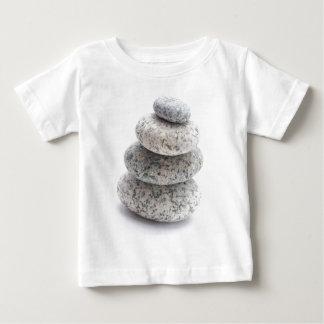 小石の彫刻 ベビーTシャツ