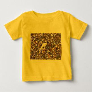小石間の貝 ベビーTシャツ