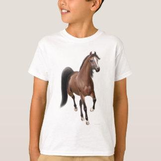 小走りに走る栗毛の馬はTシャツをからかいます Tシャツ
