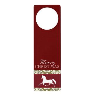 小走りに走る馬の休日のクリスマス ドアノブプレート
